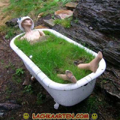 E card een bad tenmidden de prachtige natuur - Foto in een bad ...